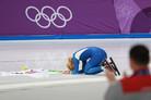 [올림픽] 속죄의 은메달 김보름… 경기장 돌면서 관중들에게 큰절