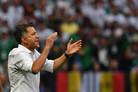 [월드컵] 선수보다 무서운 '팔색조 전술가' 오소리오 멕시코 감독