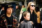 [N해외연예] 안젤리나 졸리, 아들과 뉴욕 외출 포착…다정한 엄마