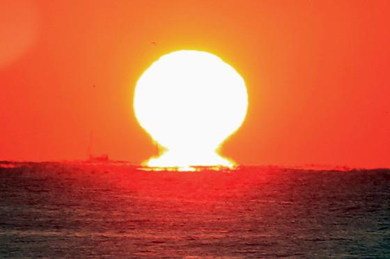 뜨겁게 솟아오르는 경자년 첫 태양