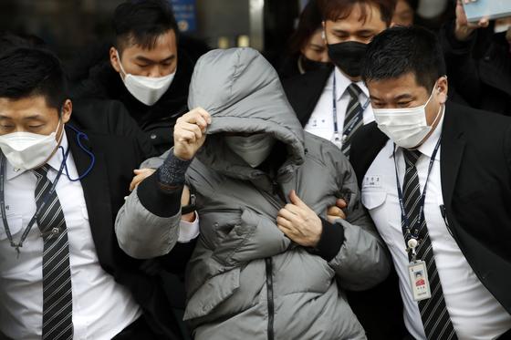 '입양아 학대사망' 첫 재판 …