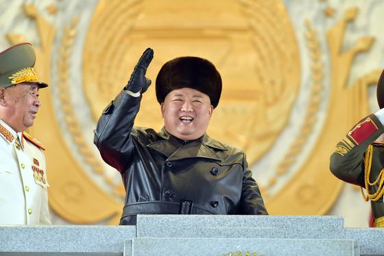 北, 당 대회 열병식 '북극성-5형' 추정 신형 SLBM 공개