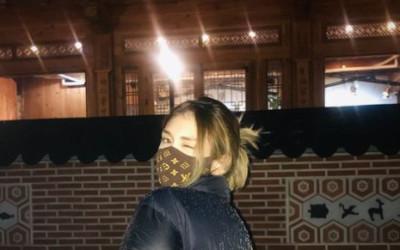 [N샷] 전소미, 33만원 명품 마스크 착용샷…깜찍 윙크
