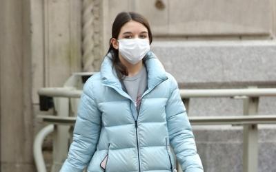 [N해외연예] '15세' 수리 크루즈, 또 폭풍 성장…마스크 뚫고 나온 미모