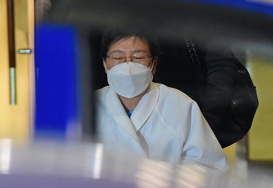 박근혜, 구치소로 복귀…코로나 격리 병원생활 20일만