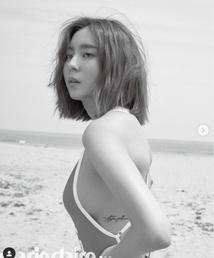 유이, 해변서 수영복 입고 몽환 눈빛…섹시+신비 [N화보]