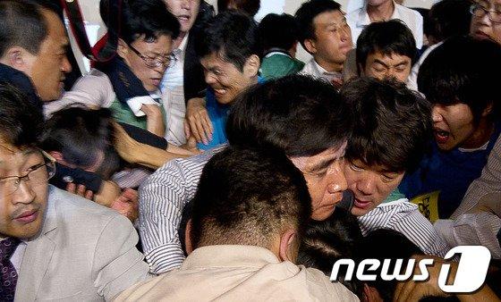 '아비규환' 통진당 공동대표단