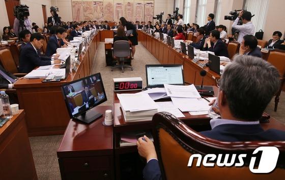 국회 교문위, 최순실 증인 신청 관련 대체토론