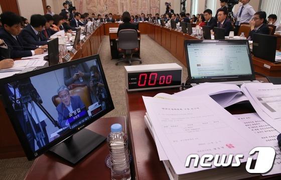 국회 교문위, 증인채택을 위한 대체토론