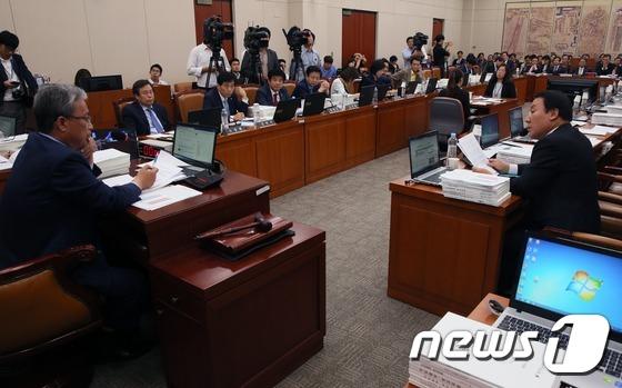유성엽-염동열 '교문위 증인채택 논쟁'