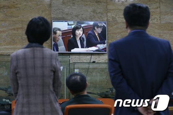 조윤선 장관의 '최순실 게이트' 답변이 궁금해...