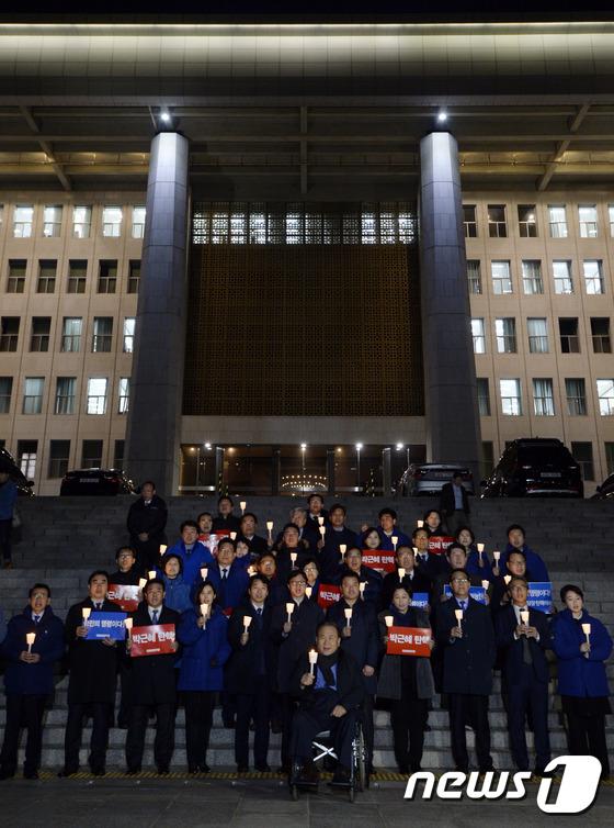민주당 \'박 대통령 탄핵해야\'