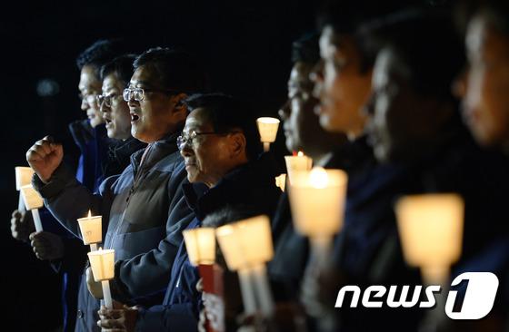본회의 전 촛불 든 더불어민주당