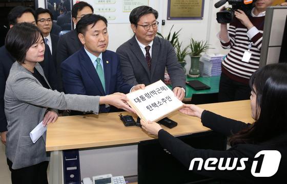 헌정사 두 번째 대통령 탄핵안 발의
