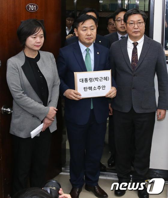 야3당, 박근혜 대통령 탄핵소추안 발의…9일 표결 예정
