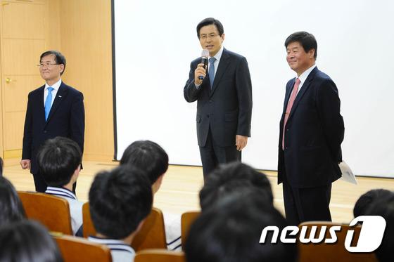 한국과학영재고 찾아간 황교안 총리