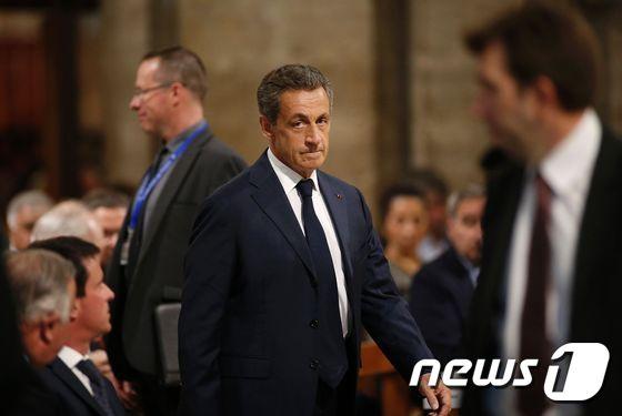 사르코지 전 프랑스 대통령, 매수 판사 혐의로 징역형 선고