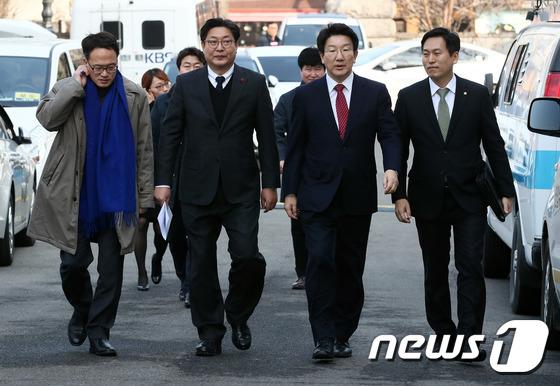 헌재 도착한 국회 탄핵소추위원단