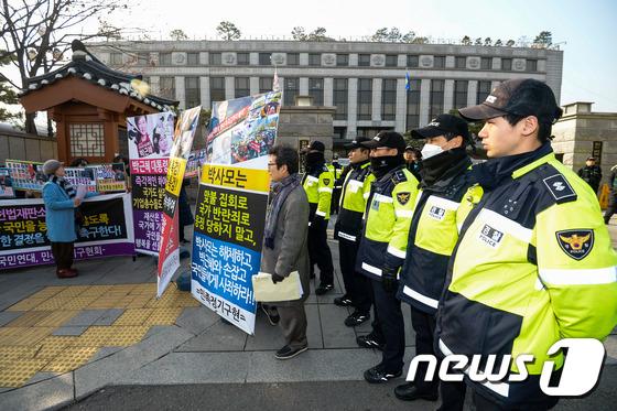 대통령 탄핵 촉구하는 시민들