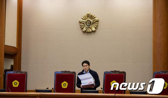 박 대통령 탄핵심판 공개변론 시작