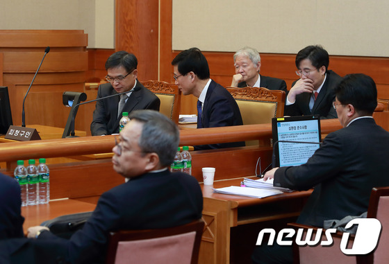 첫 공개변론 참석한 박 대통령측 대리인단