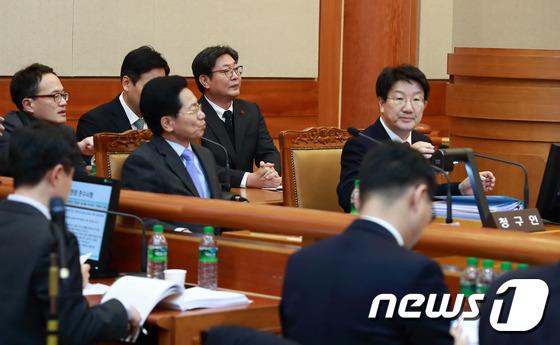 공개변론 기다리는 국회 탄핵소추위원단