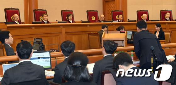 탄핵심판 첫 공개변론, 朴 대통령 불출석