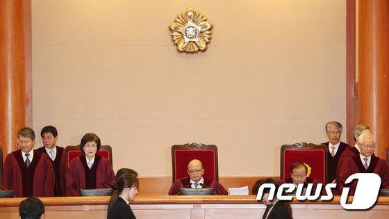 박근혜 대통령 탄핵심판 첫 공개변론 \\\'9분만에 끝\\\'