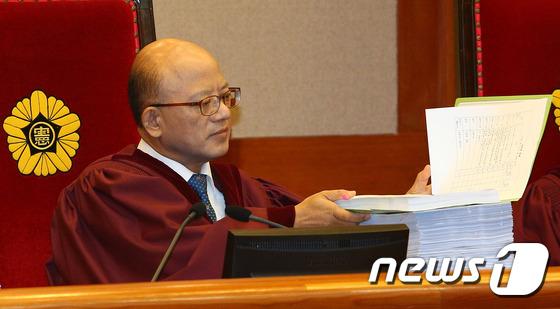 朴 대통령 탄핵심판 2차 변론기일 준비하는 박한철 헌법재판소장