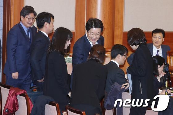 박근혜 대통령 탄핵심판 2차 변론기일 참석하는 권성동