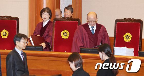 박근혜 대통령 탄핵심판 2차 변론기일 나선 박한철 헌법재판소장