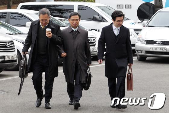 탄핵심판 2차 변론기일 참석하는 박근혜 대통령 변호인단