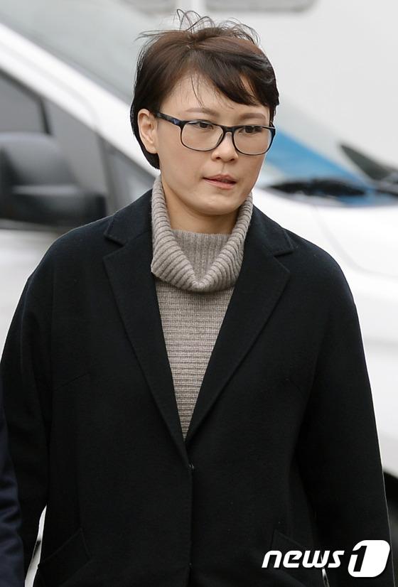 헌재 대심판정 향하는 윤전추