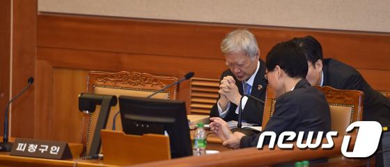 서석구 변호사, 헌재에서 기도