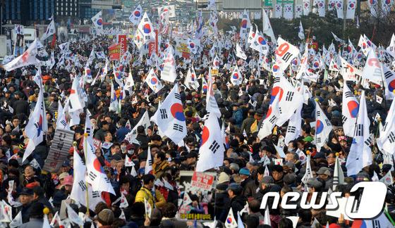 朴 대통령 탄핵 반대외치는 탄기국