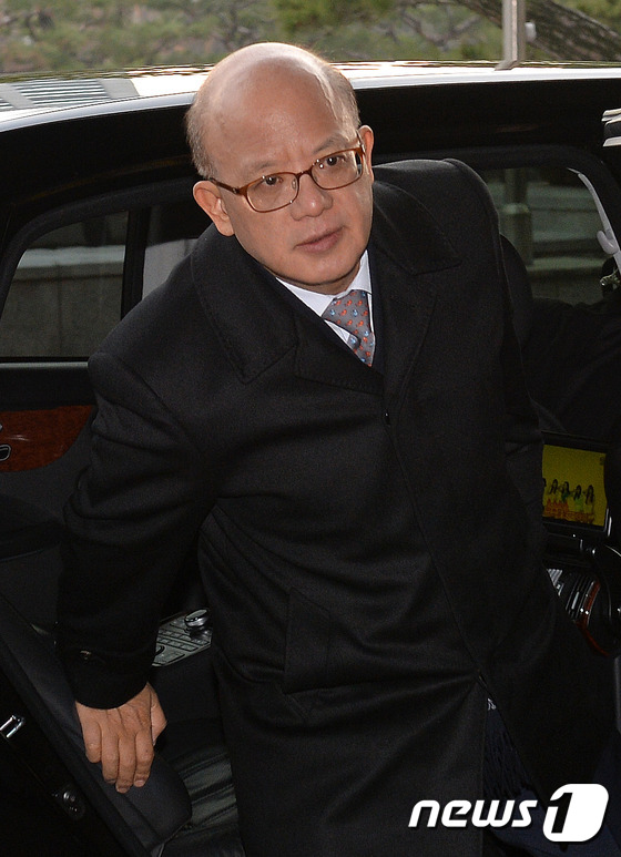 박 대통령 탄핵의결서 접수 한 달... 출근하는 박한철 헌재소장