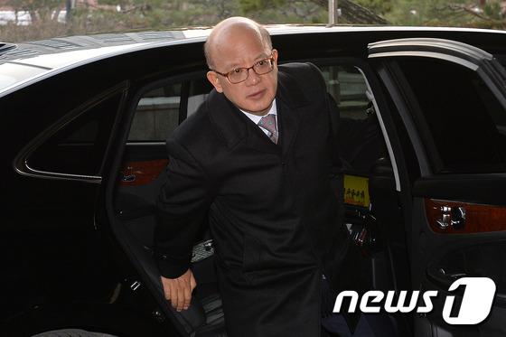 출근하는 박한철 헌재 소장