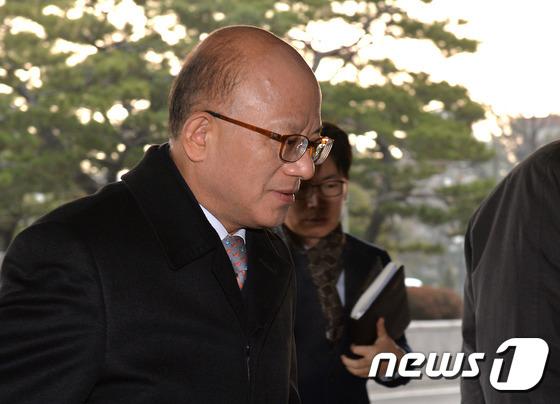 헌재 출근하는 박한철 소장