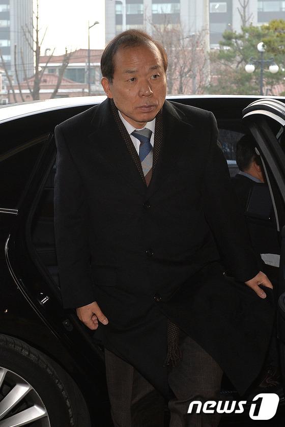 헌재 향하는 김이수 재판관
