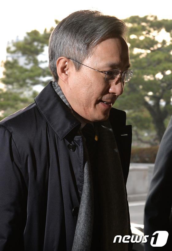 헌재 출근하는 강일원 재판관