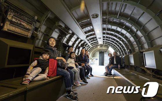 서울시 \'C-47 비행기 극장\'