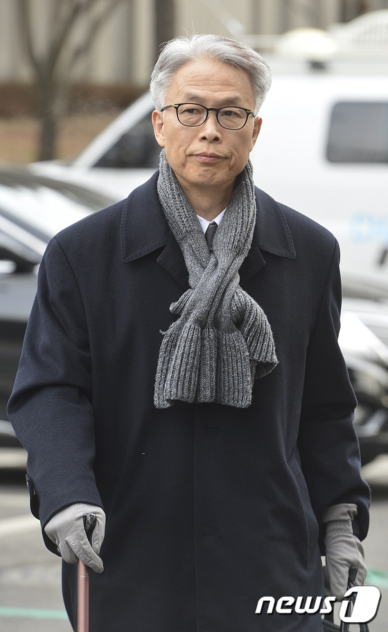 헌재 대심판정 향하는 정현식 전 사무총장