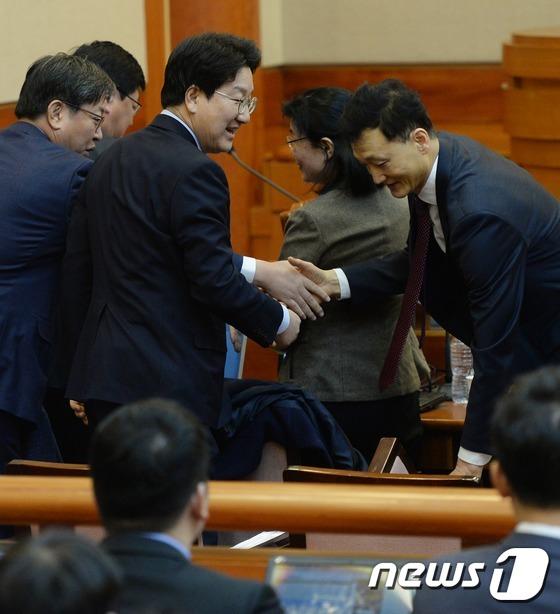 자신감 보이는 국회 탄핵소추위원들