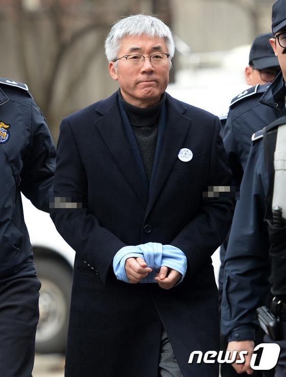 김종덕 전 장관, 증인 신문 출석