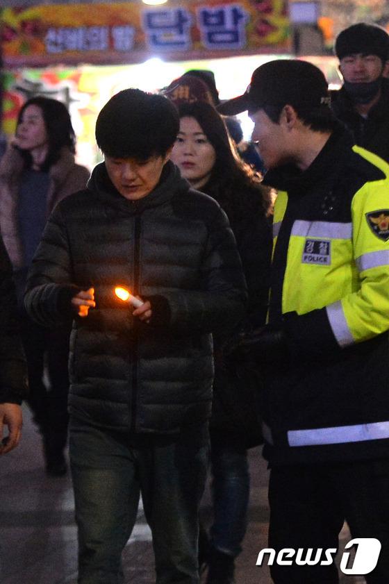 \'서울광장으로 이동할 땐 촛불을 꺼주세요\'