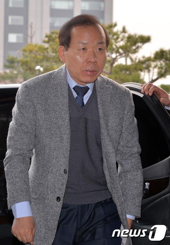 김이수 재판관 휴일 오전 출근