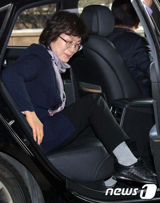 차량에서 내리는 이정미 헌법재판소 권한대행