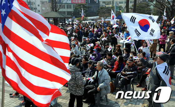 청주서 탄핵 반대 태극기 집회