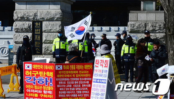 헌재, 탄핵 최종 선고 운명의 1주일