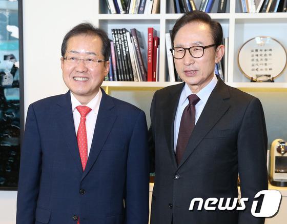 이명박 전 대통령 예방한 홍준표
